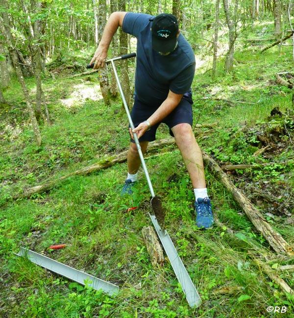 Echantillonnage de sol à l'aide d'une tarière réalisé en collaboration avec le CEFREM